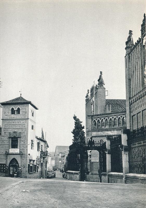 Escuela de Artes y Antigüedades Linares en la Calle Reyes Católicos hacia 1967 por Marc Flament.
