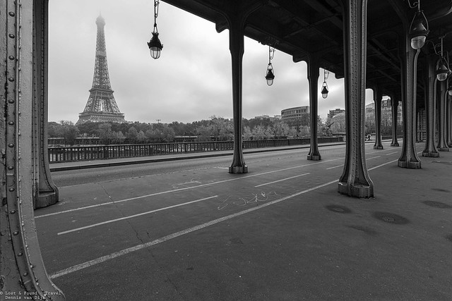 Pont Bir Hakeim, Paris - France