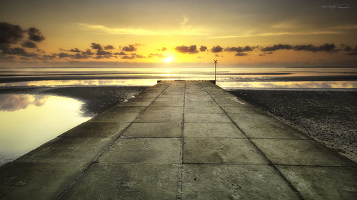 sunrise beachmere ramp queensland beach landscape ngc clouds