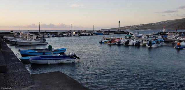 Le port de Saint-Leu au crépuscule