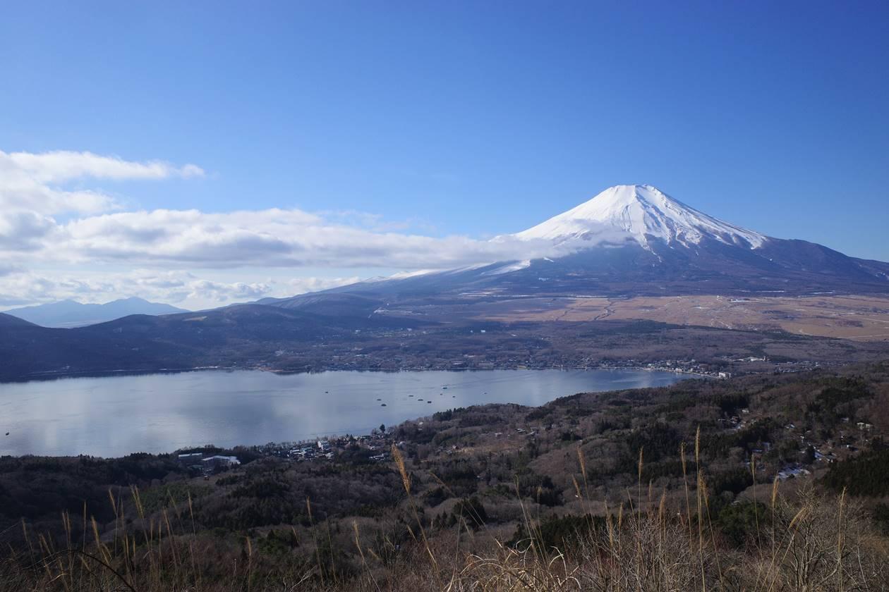 大平山から眺める富士山と山中湖
