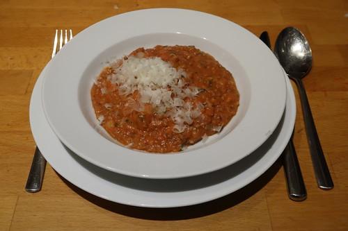 Pürierte Tomaten, Hackfleisch, Zucchini und Kartoffelstampf zu einem wohlschmeckenden Eintopf verarbeitet
