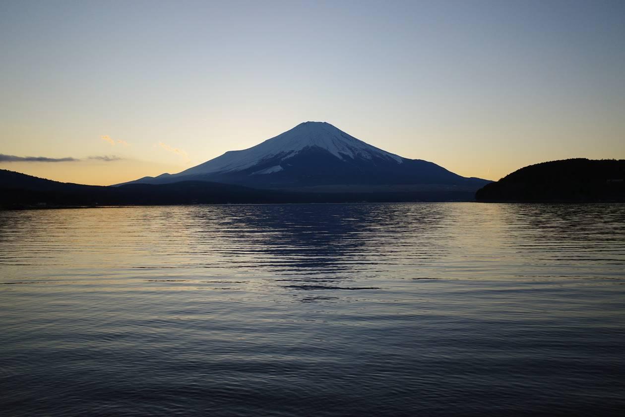 山中湖からの夕焼けと富士山