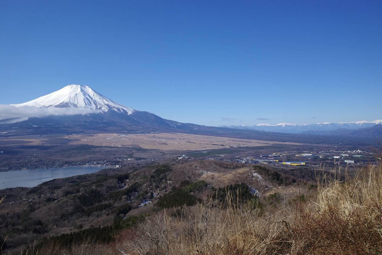 大平山から眺める富士山と南アルプス
