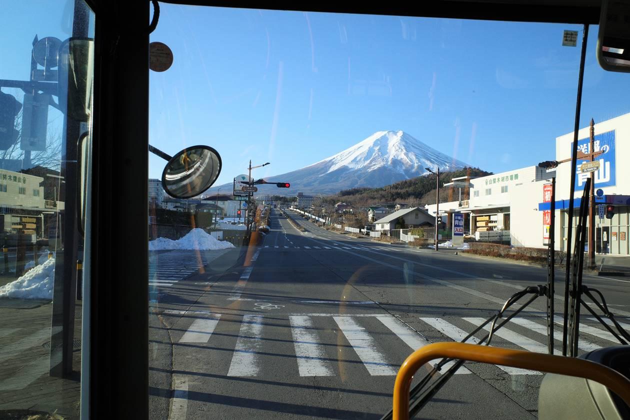 山中湖・平野行バスの車窓から眺める富士山
