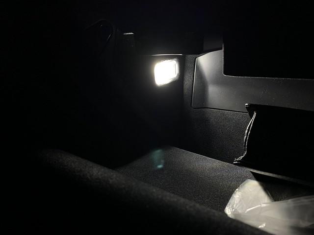 Audi RS3 グローブボックス内のランプをLEDに交換