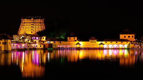 trivandrum thiruvananthapuram sreepadmanabhaswamytemple temple hinduism hindu kerala india culture nightphotography night light water jayasankarmadhavadas jayfotographia canon77d