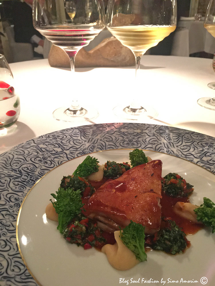 Para terminar a noite com um jantar digno de um 1 estrela Michelin no restaurante Il Poggio Rosso que tem como executive chef Juan Quintero