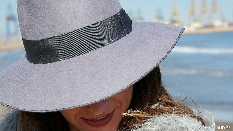 Sombrero de mujer gris de ala ancha