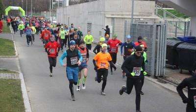 Silvestrovský běh Karvinou přilákal mnoho závodníků