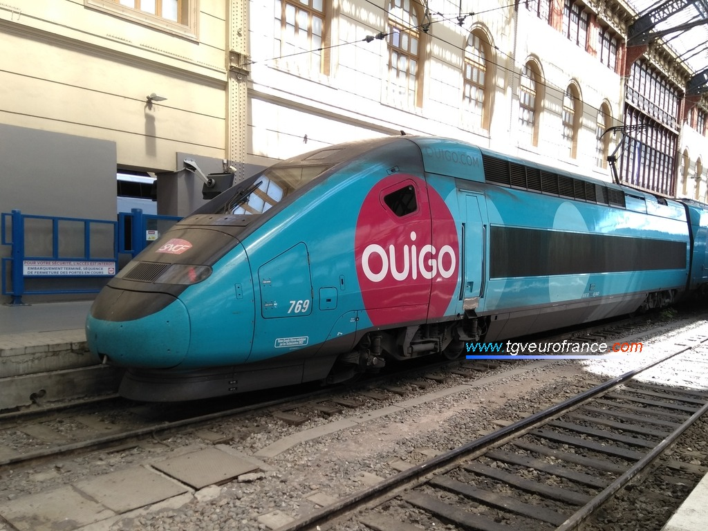 Un TGV Ouigo (rame TGV Dasye 769) à quai voie F en gare de Marseille Saint-Charles