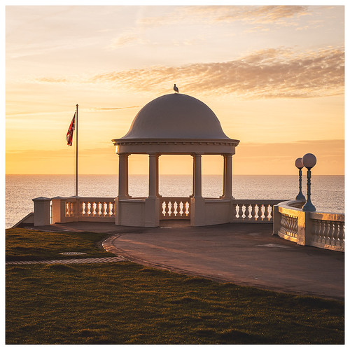 100xthe2020edition bexhill colonnade cuploa flag beach sea sunrise lampposts path grass 100x2020 image5100