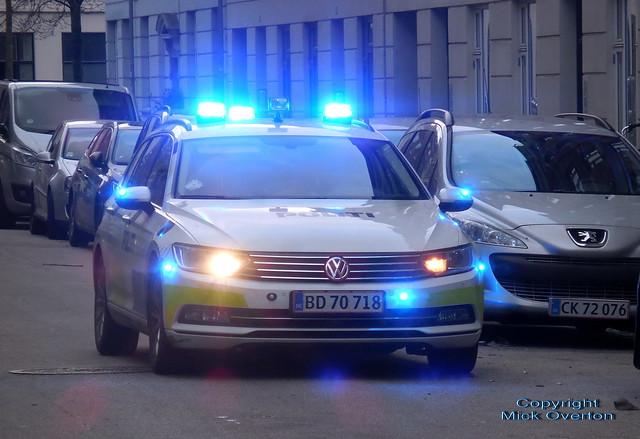 Copenhagen Police VW Passat BD70718 on call at dusk