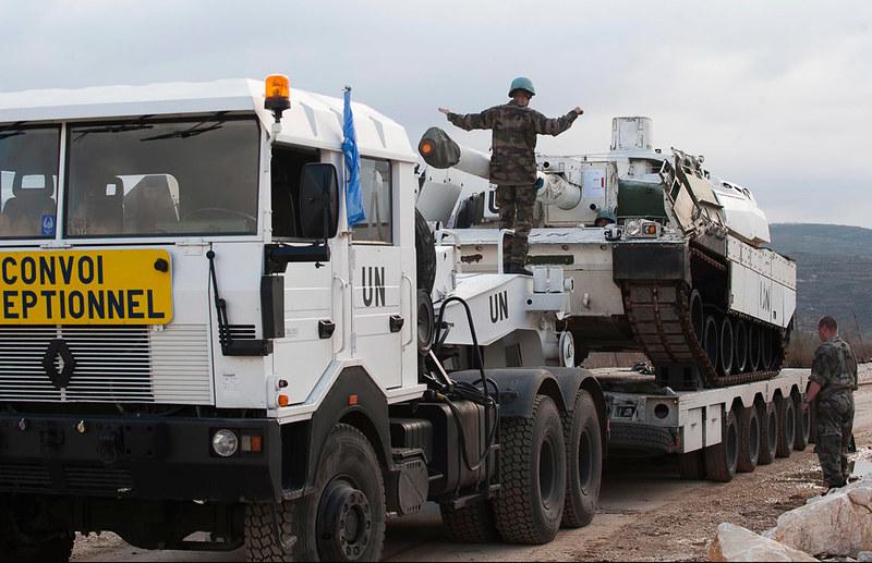Leclerc-tanks-leave-lebanon-2010-mln-1