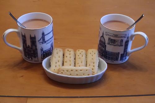 Butter Shortbread Fingers zum englischen Tee mit Milch und Zucker