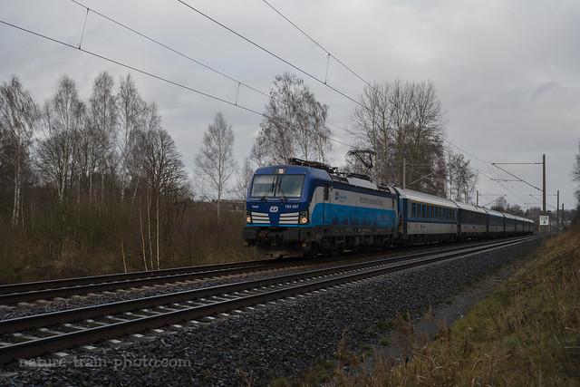 193 297 mit EC 379 bei Dreska