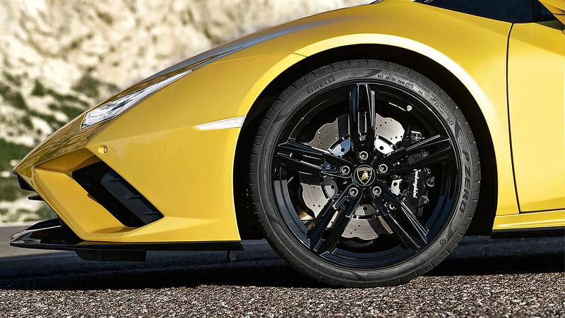 2020-Lamborghini-Huracan-EVO-RWD-7-CarScoops