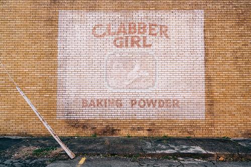 clabbergirl bakingpowder wall brick road signage painting mtida arkansas 2019 usa nikon nef raw lr south southern