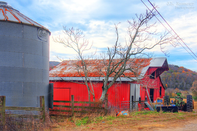 See Beautiful Rock City atop Lookout Mtn Chattanooga, Tenn barn (east side) - Spencer, Tennessee