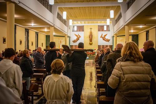 Visita Cruz Lampedusa parroquia Sta. María de la Amargura - 04