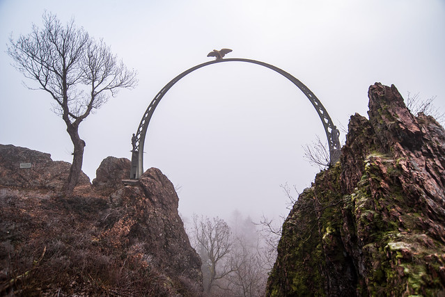 Adlerbogen im Nebel / Eagle's bow in the fog