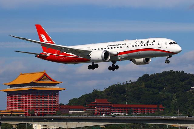 Shanghai Airlines 上海航空 Boeing 787-9 Dreamliner B-20AJ