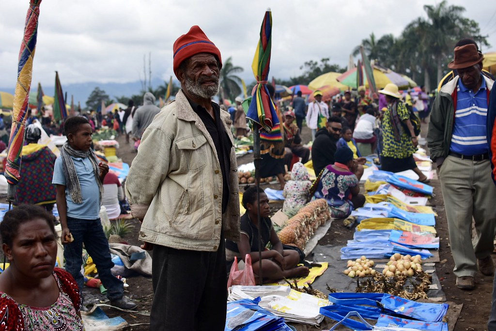 12/28-1/4 Mt. Willherm and Goroka tour in Papua New Guinea