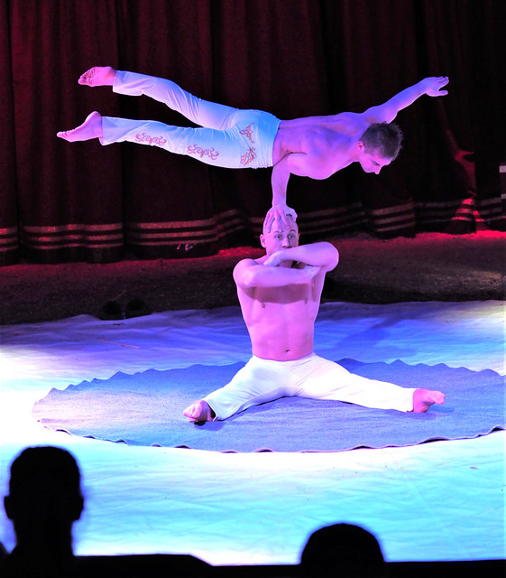 Duo Paschenko from the Ukraine in Germany - Handstand Acrobates in the Christmas Circus in Hanau, Germany - January 4, 2020