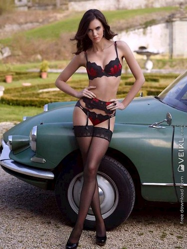 Citroen DS Girls & Cars Photo2