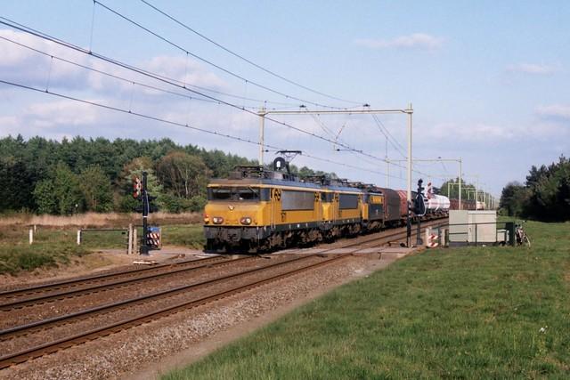 NS 1611, 1607 en 1117 op de Ginkelse Heide op 4-5-1998 (SCAN)