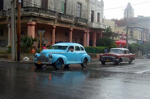 cuba travel bluecar oldcar classiccar havana culture landscape rain