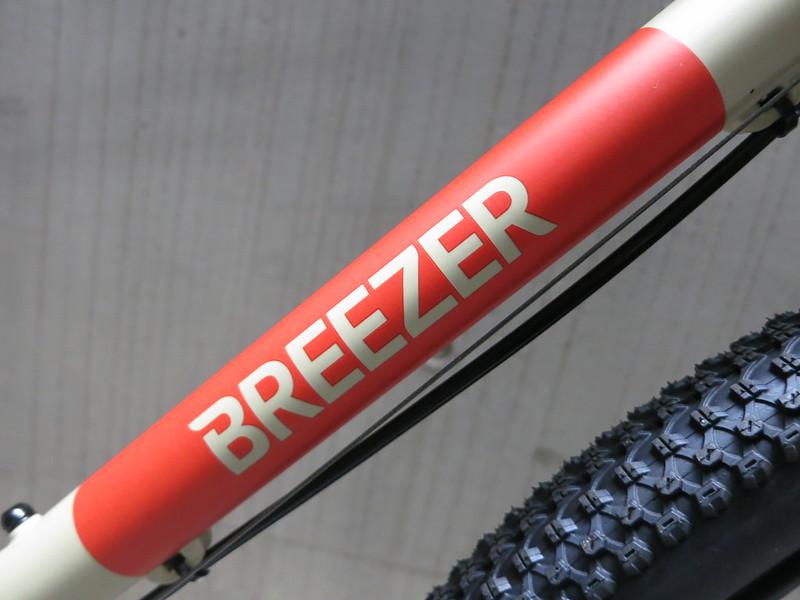 Breezer Radar Cafe Sand Logo