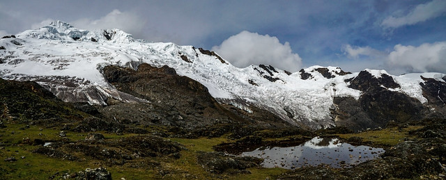 Cordillera Huaytapallana sur: nevados Lasuntay (5530 m) y Cochas (5315 m).