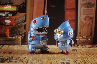 Momoco Studio(毛毛二)× 雙手牌 × Merry Go Round【鐵甲鯊蛋&鐵甲綠郵 鐵皮玩具版本】Mecha Shark Jr. & Green Elf the Signaller Vintage Clockwork Toy Version