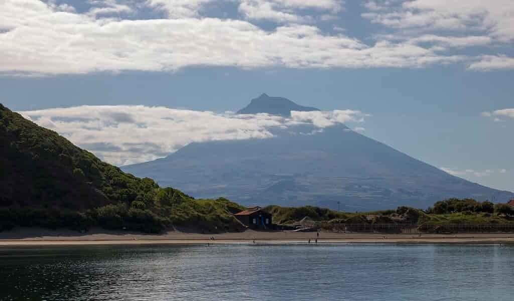 Découvrir ce qui façonne la durée de vie des îles volcaniques