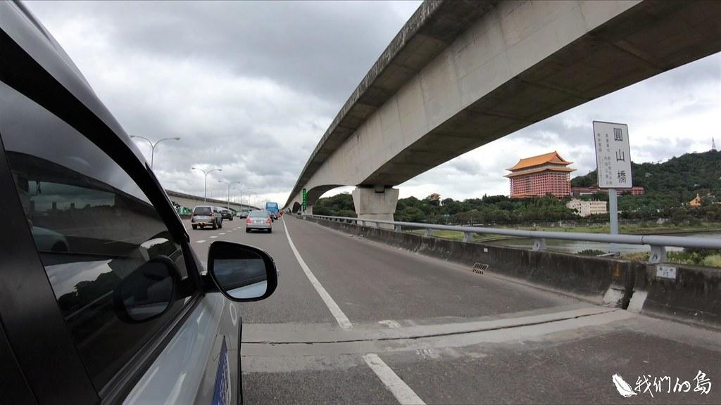 這座當時採用先進工法興建的橋梁,在通車第二年(1978年),就出現鉸接點沉陷的問題。