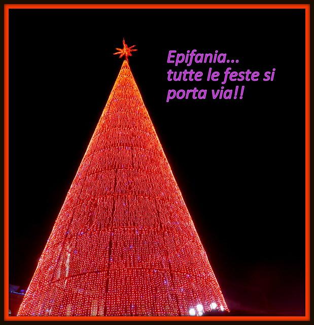 ..E anche le luci del bellissimo albero di Piazza Duomo...