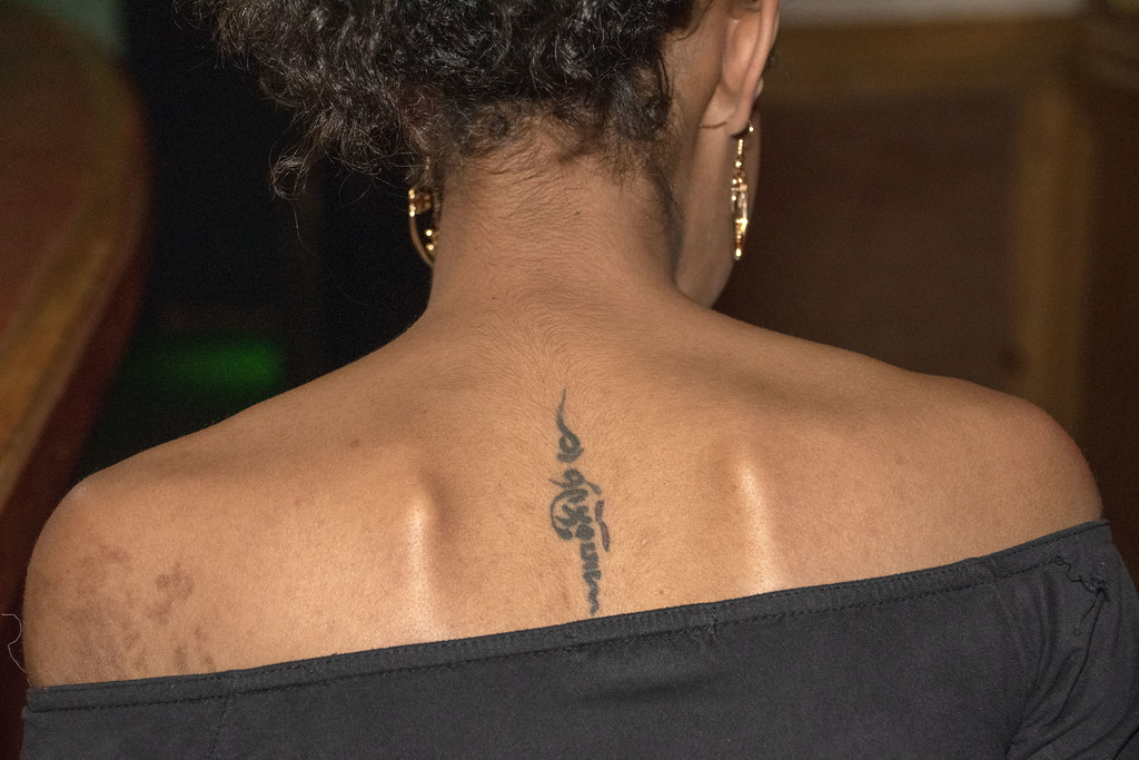 DSC_2907 Troy Bar Hoxton Street Shoreditch London New Year Party 2020 Delightful Eritrean Lady Back Tattoo
