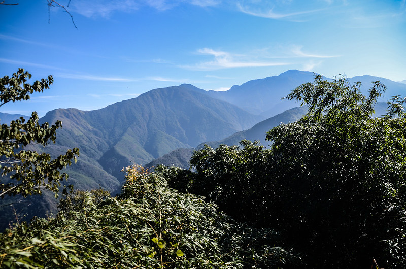 良楠山海拔1435m處東望群山 (1)