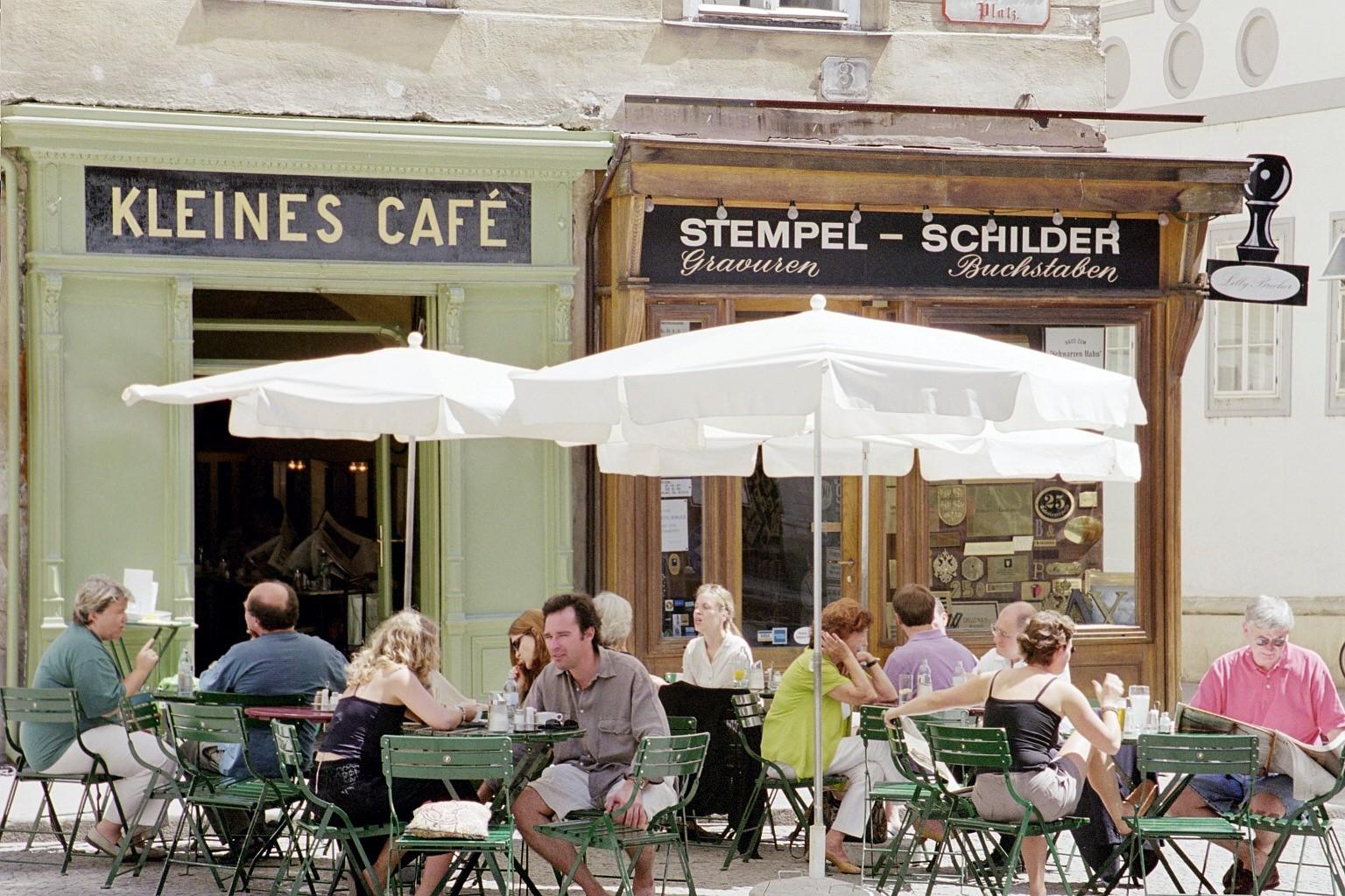 Franziskanerplatz, Kleines Cafe, 2002
