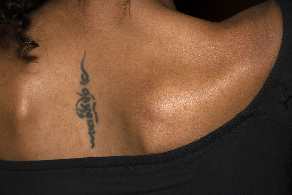 DSC_2908 Troy Bar Hoxton Street Shoreditch London New Year Party 2020 Delightful Eritrean Lady Back Tattoo