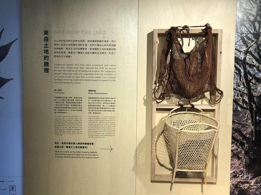 南澳耆老以苧麻編織的獵人背包。攝影:廖靜蕙