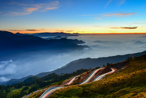 taiwan nantoucounty hehuanmountain sunset cloud skyspace cartrack tarokonationalpark renaitownship 台灣 南投縣 仁愛鄉 台14甲線 昆陽 合歡山 車軌 太魯閣國家公園 夕陽 雲海