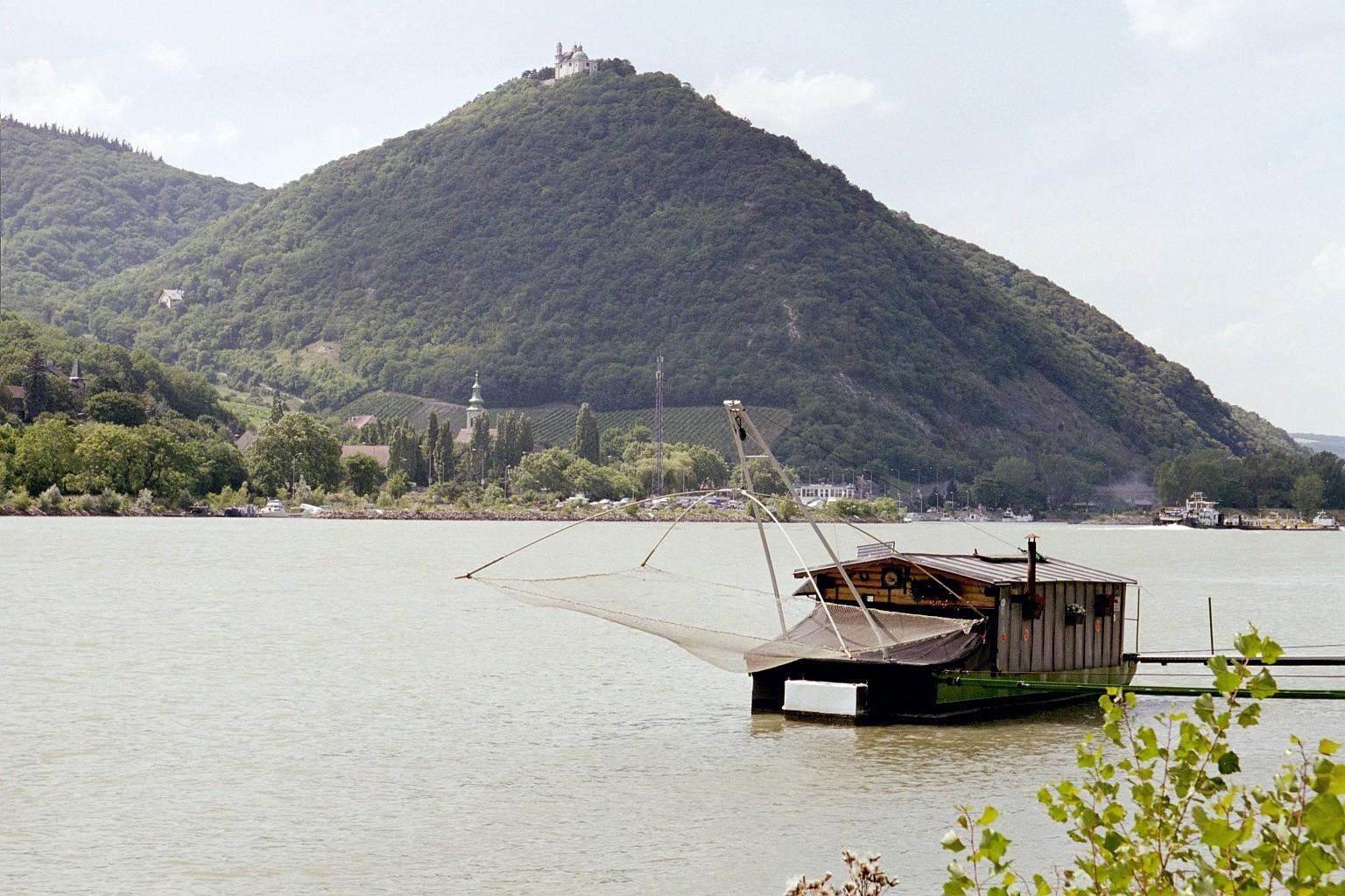 Fischerboot an der Donau, Leopoldsberg, 2001