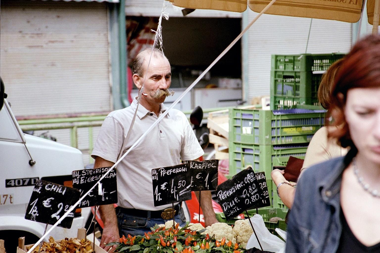 Marktstand Rochusmarkt oder Naschmarkt, Wien 2002