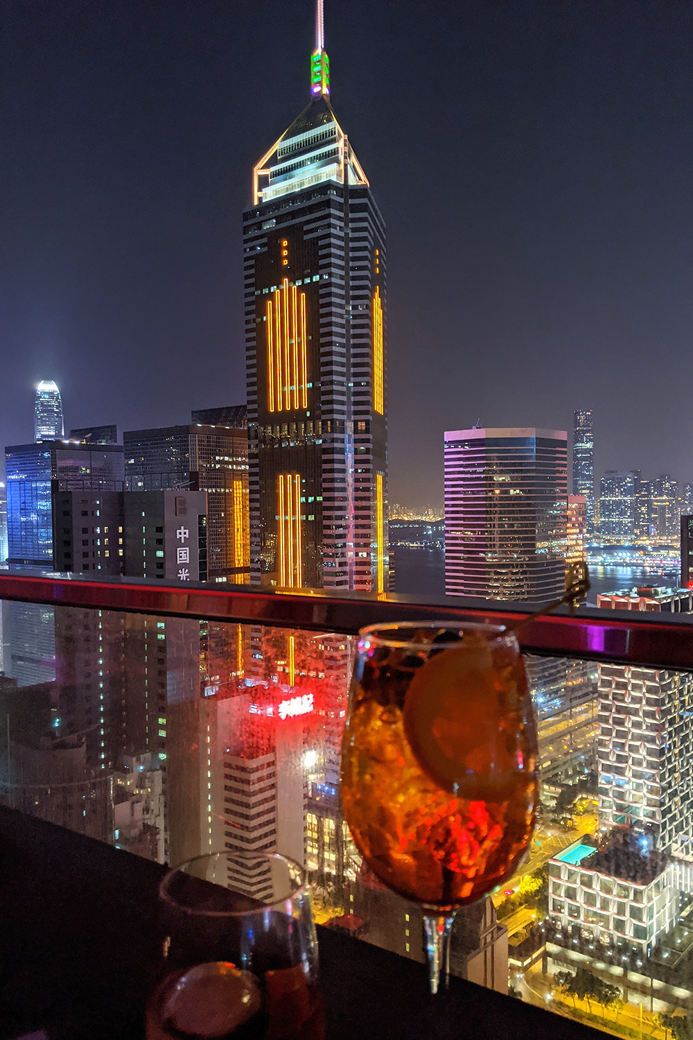 15hongkong-night-cityscape-rooftop-travel