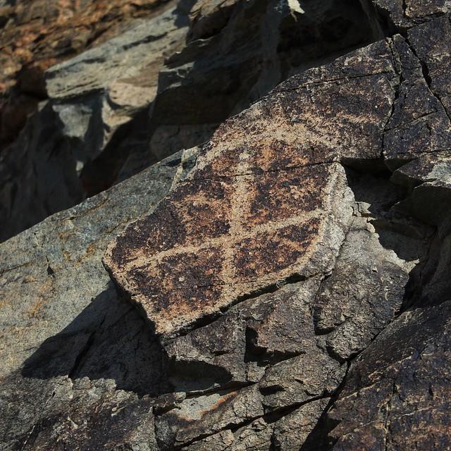 Petroglyph Cross w Missing Circle 7D2_3646