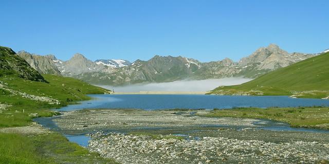 Lac et Barrage du Saut, devant la Vanoise.