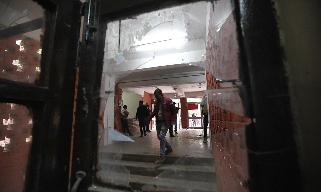 賈瓦哈拉爾·尼赫魯大學遭右翼暴徒闖入。(圖片來源:Harish Tyagi/EPA)
