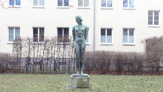1930 Berlin Stehende von Karl Trumpf Bronze Zeppelinstraße/Fontanestraße in 12459 Oberschöneweide